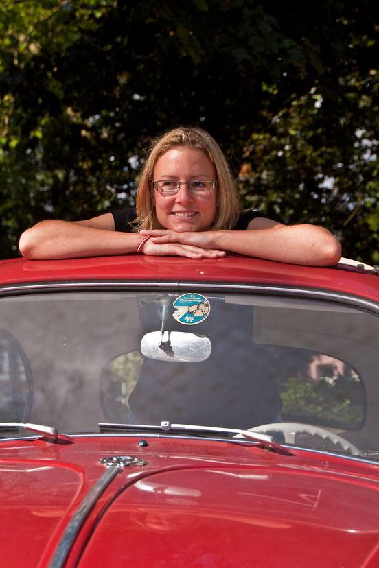 Erstes DSG Weibchen: Katrin in Ihrem 60er Faltdachkäfer