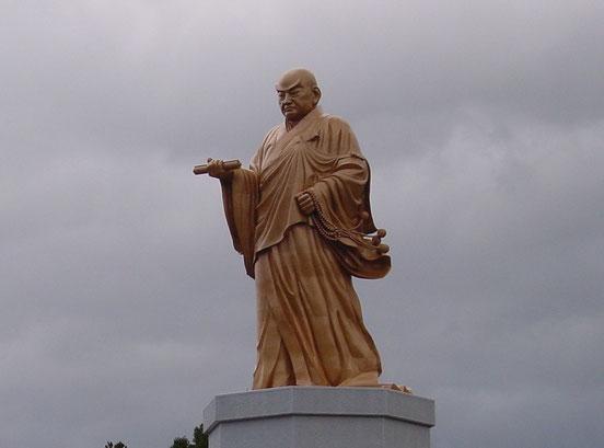 佐渡島日蓮聖人大銅像