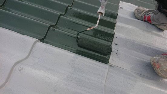 養老町、大垣市、平田町、南濃町、海津町、上石津町、輪之内町で屋根塗装工事中の屋根塗装工事専門店。養老町で屋根塗装工事/中塗り作業中