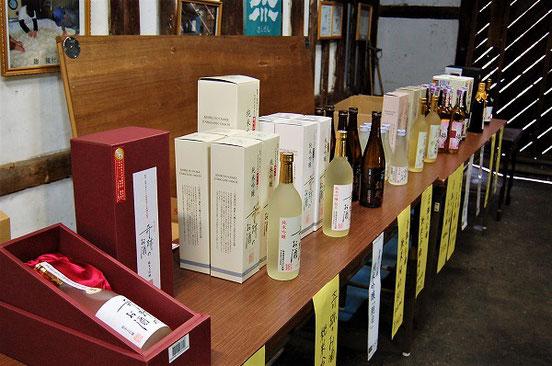 ずらりと並んだ「奇跡のお酒」シリーズ。某航空会社のファーストクラスに採用されたお酒も!