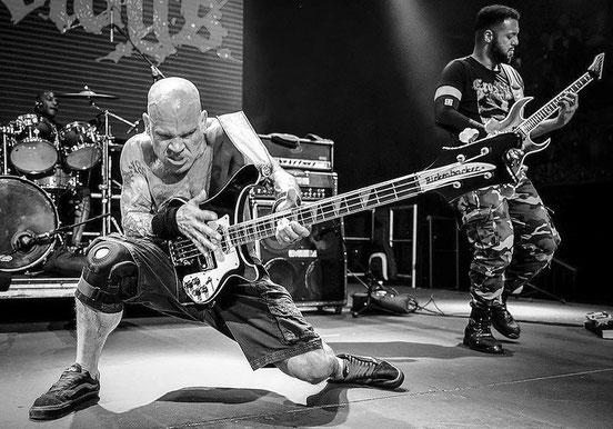 """Die Kentucky Boys aus Emmingen bei Tuttlingen sind inzwischen eine der dienstältesten Rockabilly-Bands Deutschlands. Am 24. August rockt das international auftrittserfahrene Trio """"Open Air"""" vor der """"Bisonstube"""" in Bodman. Foto: Promo"""