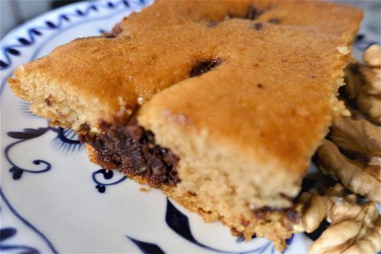 Tassenkuchen mit versunkenen Walnuss-Schoko-Streuseln, glutenfrei, saftig, ist tagelang noch frisch