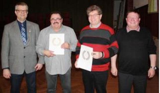 v.l. Vorsitzender Kreischorverband Mathias Nickels, Hans-Günter Setz, Bernhard Diehl, Vorsitzender MGV Michael Wirtz