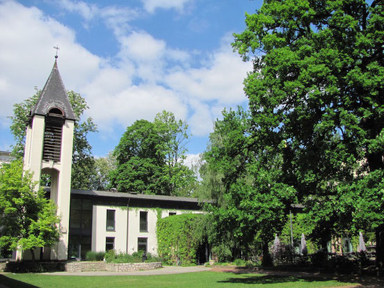 Kirchpark der Schwedischen Kirche (Victoria församlingen) in Berlin