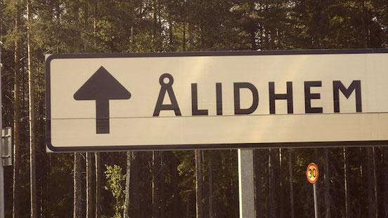 Straßenschild: In Richtung Ålidhem