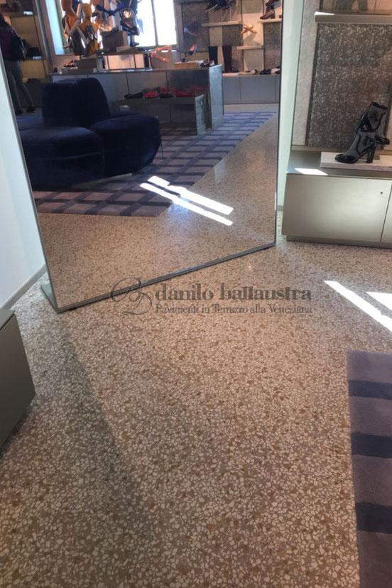 Pavimento con 2 cm. di spessore realizzato su tavolato in legno senza massetto