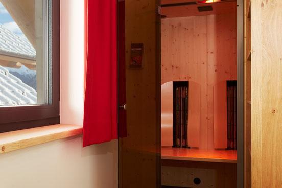 Eine Infrarot Kabine von Physitherm mit Entspannungsmusik und Lichttheraie