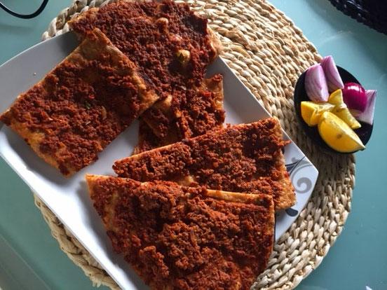 Dinkel Lahmacun l tuerkische Pizza aus Dinkelmehl