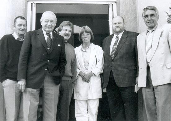 Der erste Vereinsvorstand von 1990, 2.vl Botschafter a.D. Dr. Dr. Heinz Krekeler, 4.vl Dipl.-Ing. Elisabeth Steichele, 5.vl Dipl.-Ing. Bernd Langewort, 6.vl Rolf Merker