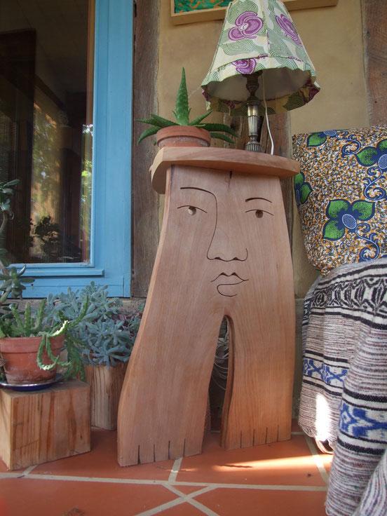 Petite table trépier. 75cm de haut. Platane. 2015.