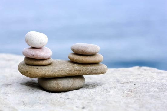 Steine Gleichgewicht Sand
