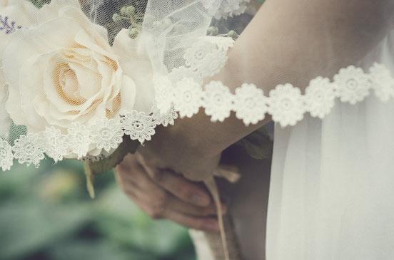 L'épouse du Christ est vêtue d'un fin lin, éclatant et pur, adapté à sa pureté morale et à sa sainteté. Le fin lin représente les œuvres justes des saints.