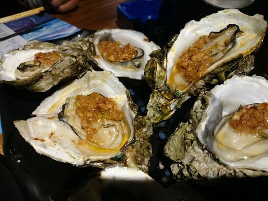 串モノは1本から注文可能。この牡蠣は一皿6ヶです。