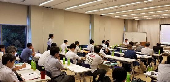 写真9 大川先生の論文開設に対するフロアーとの質疑応答の光景