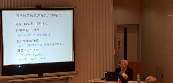 写真4 特別講演中の佐藤達夫先生