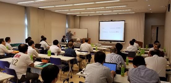写真6 津谷喜一郎先生による特別講演の光景