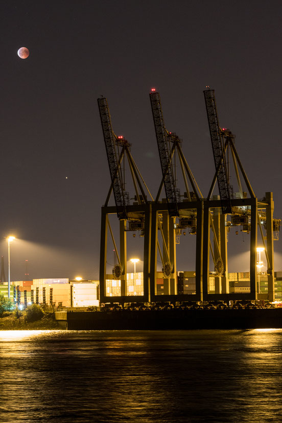 Hamburg Gantry crane during blood moon