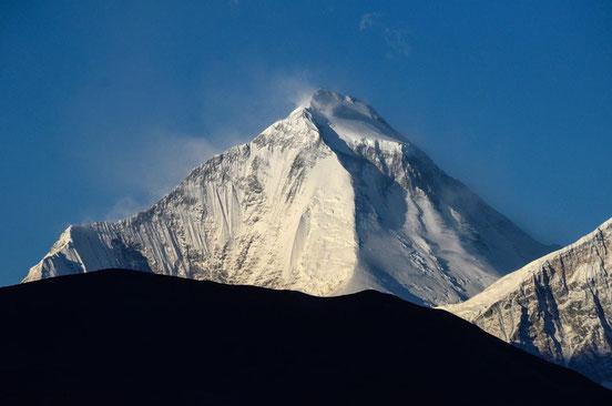 Der mächtige Dhaulagiri mit seinen 8.167 Metern Höhe