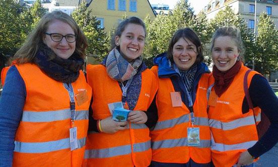 Am Franziskustag in Stockholm halfen Anna Nick, Raphaela Polk, Magdalena Overberg und Ricarda Clasen mit.