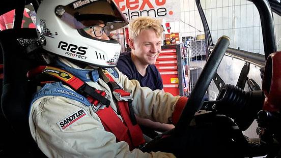 Roy die zich concentreerd voor de race, prachtig hé.