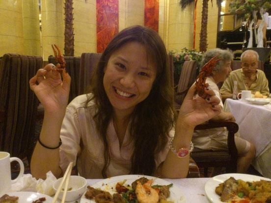 スタッフの謝ちゃんは初めての「8号温泉」に興奮気味。 「小龙虾(ザリガニ)の食べ放題はサイコー!」って。