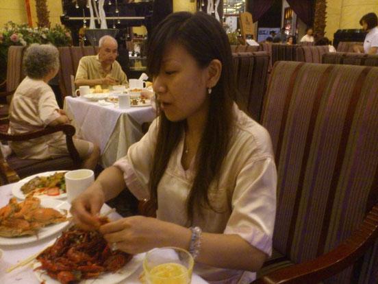 今日のメインディッシュは「扇貝(ホタテ)」30ヶ、「螃蟹(カニ)」10匹、 「小龙虾(ザリガニ)」50匹だ~っ!