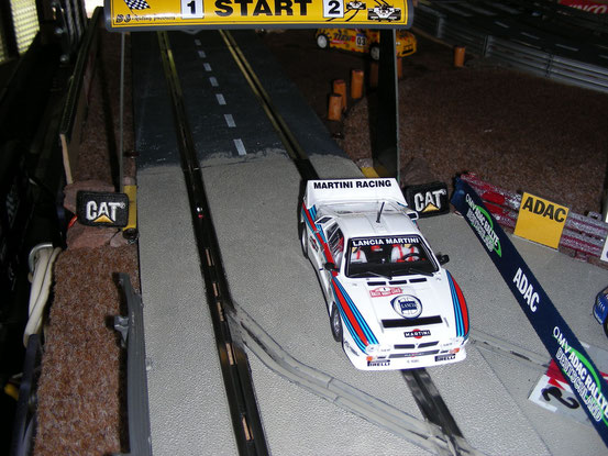 """Walter Röhl und Christian Geistdörfer mit ihrem Lancia 037 beim Start zur """"Bosch Super Stage"""" bei der """"Rally Sandberg""""."""