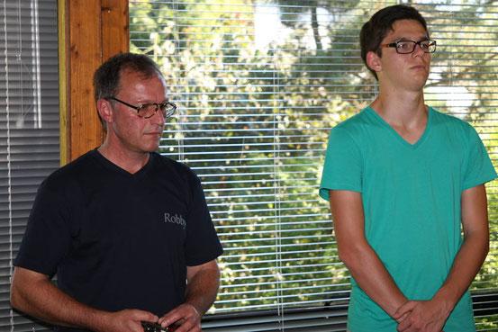 """Die Startfahrer """"Robby"""" (mit Robert Lemke Gedächnisbrille) und Alex (hoch konzentriert)."""