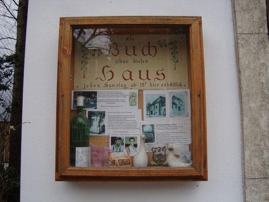 Das Buch über das '3 Kugel Schachinger Haus' ist zu den Öffnungszeiten des Heurigen erhältlich
