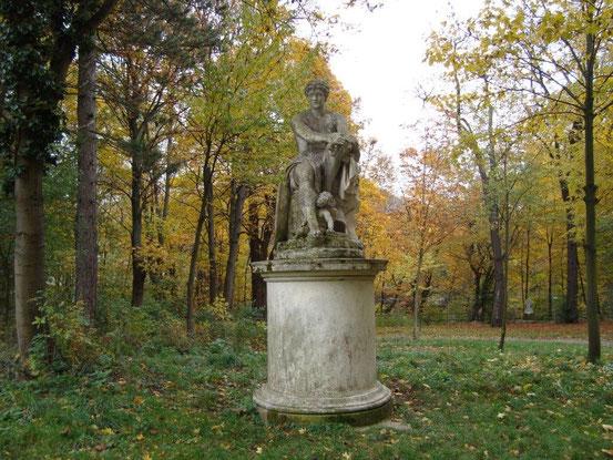 Skulptur des Ares Ludovisi im Schwarzenbergpark bei der Marswiese. Ares, Sinnbild männlicher Kraft und Schönheit, Kopie nach einem griechischen Original.