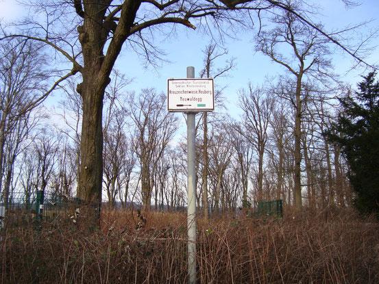 Wegweiser bei der Jubiläumswarte: Kreuzeichenwiese, Heuberg, Neuwaldegg