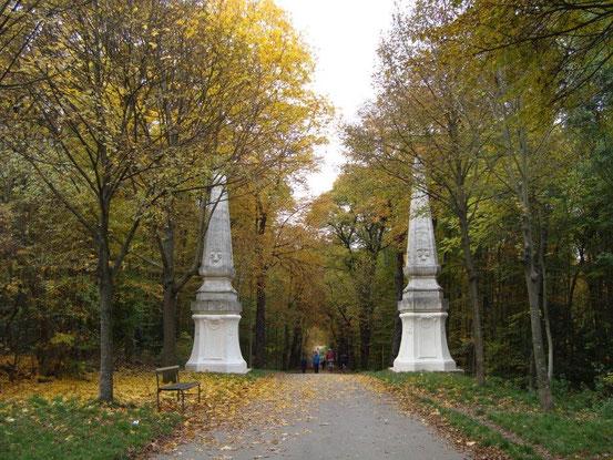Zwei Obelisken in der Schwarzenbergallee