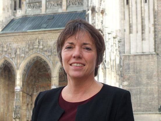 Margot Käßmann (* 3. Juni 1958 in Marburg als Margot Schulze) ist eine deutsche evangelisch-lutherische Theologin und Pfarrerin in verschiedenen kirchlichen Leitungsfunktionen (Wikipedia). Als Gutmensch heisst sie die Asylanten Willkommen.