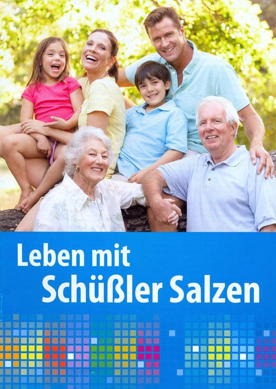 Die Teilnehmer erhielten das Heft 'Leben mit Schüssler Salzen' von 'Adler Pharma'. Website: Bildklick