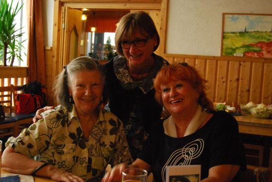 50. Geburtstag von Edith in der Pizzeria Maddalena, Wien-Donaustadt, am 26.07.2014. Von links: Christine, Geburtstagskind Edith, Hilde. (Foto: Edith K.-R.)