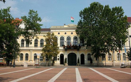 Das Rathaus von Csaba, Ungarn.