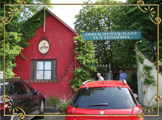 Der Eingang zum Donaurestaurant Tuttendörfl