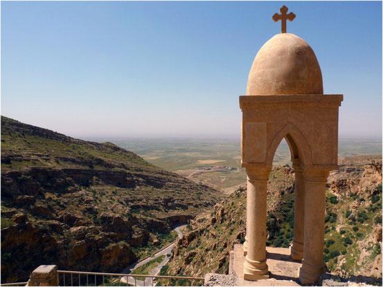 Blick in die Ninive-Ebene, Region in der irakischen Provinz Ninawa. Im Nordirak gibt es rund drei Millionen Flüchtlinge. Allein 120.000 Christen mussten im Sommer 2014 vor dem IS aus der Ninive-Ebene ins sichere Kurdistan fliehen.