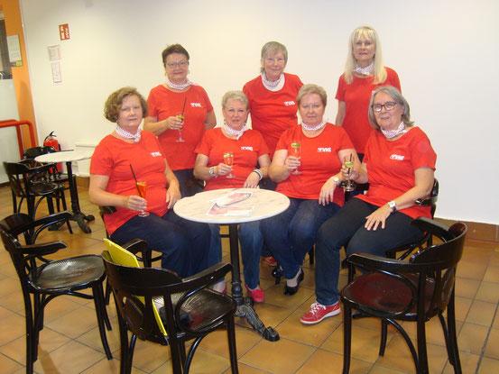 Auftrittsgruppe. Von links sitzend: Brigitte, Margarita, Traude, Sylvia. Von links stehend: Sissy, Christine, Olga