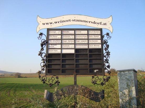 Ausg'steckt-Tafel 'In den Gabrissen' Ecke Luckenholzgasse in Wien-Stammersdorf