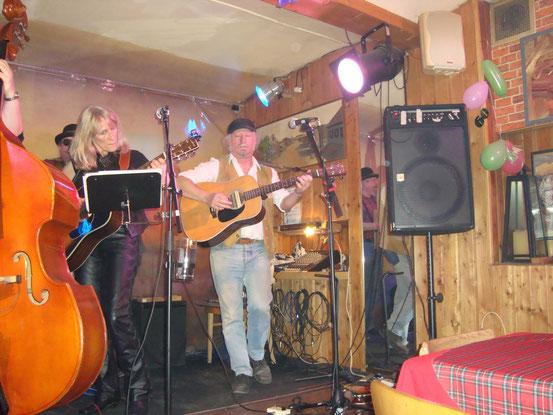 Barbara und Richie (Lead-Gitarre, voc.)