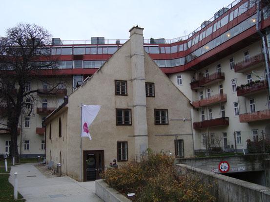 Die Heumühle (Westansicht), Zugang von der Grüngasse, 1040 Wien