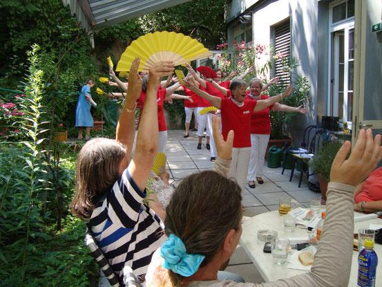 Begrüssungswalzer: Tanz im Sitzen mit Publikum