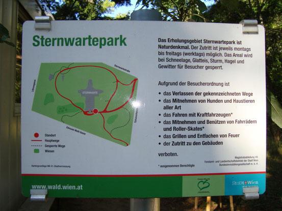 Plan des Sternwarteparks und Besuchsordnung. Markierte Bereiche des Areals sind seit dem 2. Mai 2013 an Werktagen tagsüber öffentlich zugänglich. 'Heute ist der Park ein Naturdenkmal, dessen Besonderheit die Wildnis ist.' (ORF)