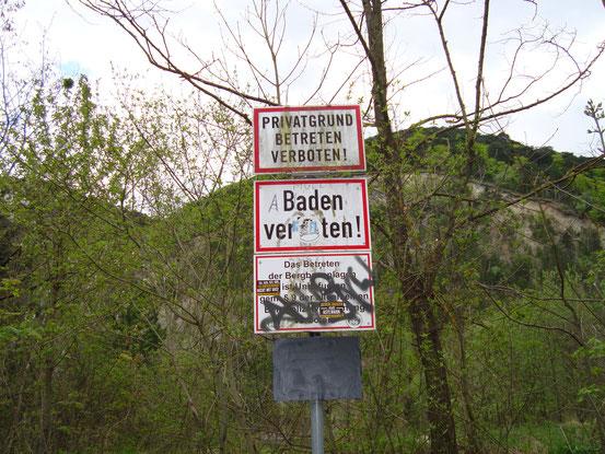 Am Zustand des Ufers und der Umgebung des Steinbruchsees ist deutlich erkennbar, wie ernst diese Verbote genommen werden
