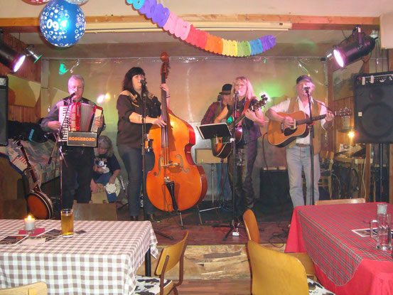 Bluegrass-Band 'Roughroad': Herbie, Eliza, Sissi, Doc, Barbara, Richie (von links)