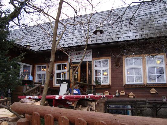 Das 'Häuserl am Stoan' (Südansicht) mit Eingang