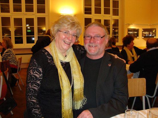 Bundesvorsitzender Ing. Ewald Rammel mit Helga Müller, einem jahrzehntelangen Mitglied des Arbeitersängerbundes Favoriten