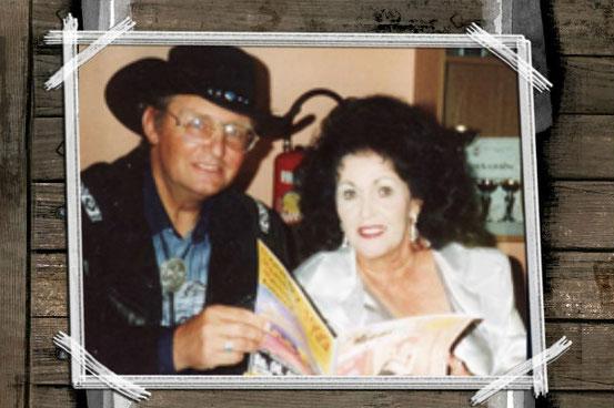 Walter Nevada mit Wanda Jackson (Quelle: Franz Sonnleitner). Link zum Fotoarchiv: Klick aufs Bild