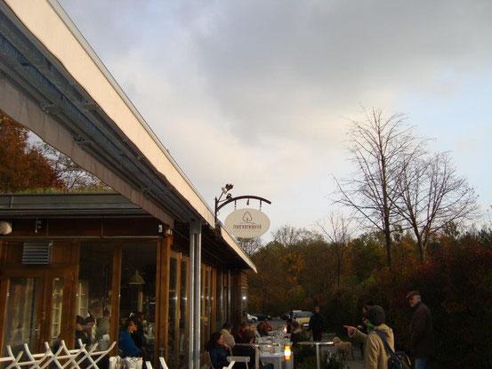 Manameierei, 1170 Wien, Exelbergstrasse 32, am Parkplatz beim Schwarzenbergpark. Anspruchsvolle, einfache und leichte Speisen & Getränke in einem schönen Ambiente.